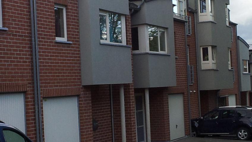 Construction neuve a Leval , en blocs terre cuite couverture en ardoise artificielle 6 maisons et 5 appartements .